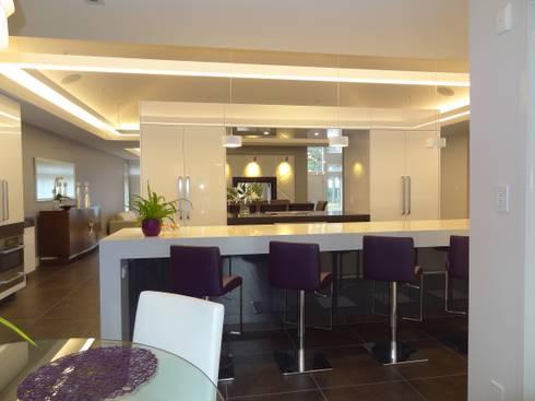 Burlington Residence: modern Kitchen by Lex Parker Design Consultants Ltd.