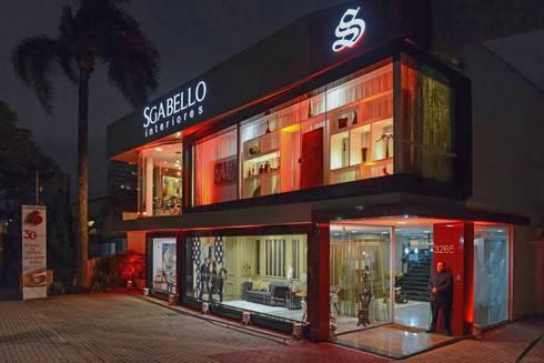 Fachada Comercial Iluminada Sgabello: Edifícios comerciais  por Sgabello Interiores