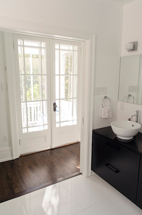 Rockcliffe Park Renovations: classic Bathroom by Jane Thompson Architect