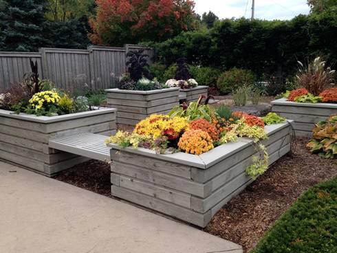 Benchscape: modern Garden by Lex Parker Design Consultants Ltd.