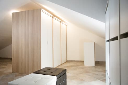 Progetto di interni per una casa a schiera: Spogliatoio in stile  di CAFElab studio