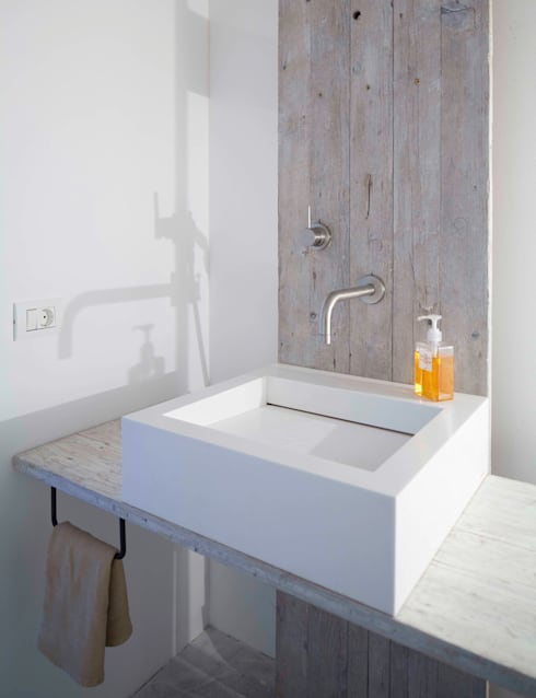 modern Bathroom by destilat Design Studio GmbH