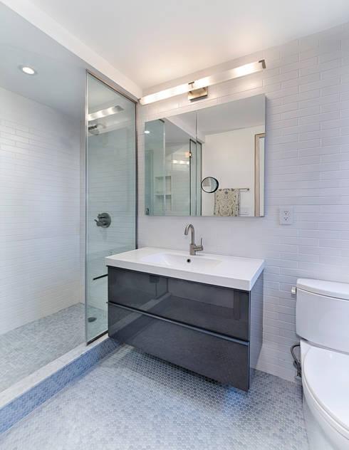 Bathroom: modern Bathroom by Greg Colston Architect