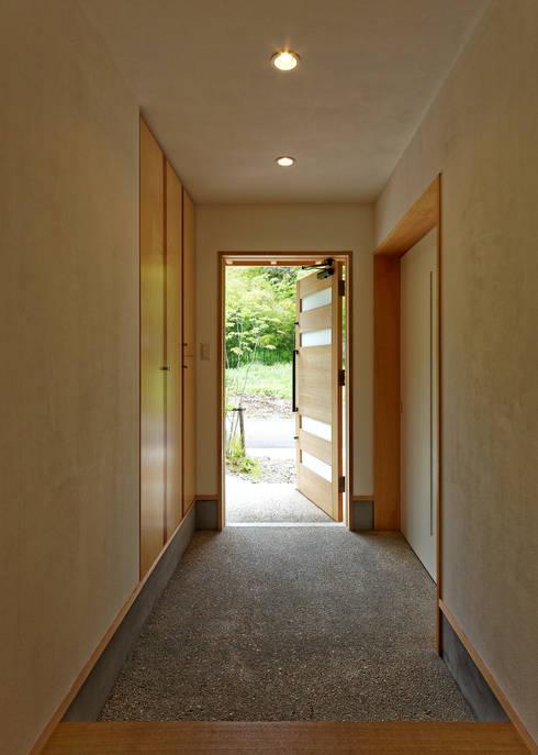 Corridor & hallway by 磯村建築設計事務所