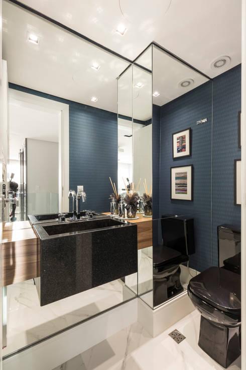 Encosta do Sol_POA/RS: Banheiros  por Aline Dal Pizzol Aquitetura de Interiores