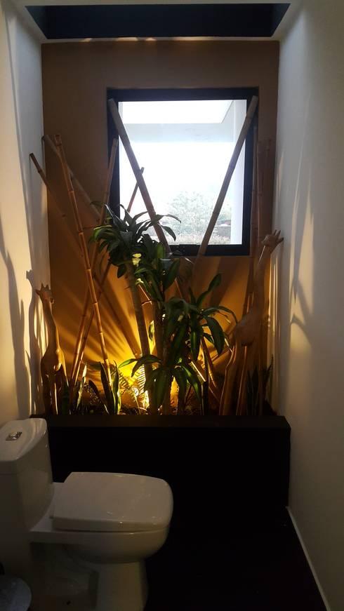 Jardin Interior baño social: Jardines de estilo  por Camilo Pulido Arquitectos
