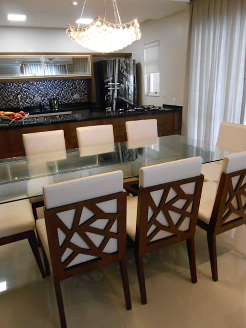 classic Dining room by Mariana Von Kruger Emme Interiores