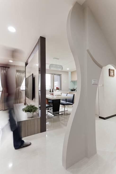 小坪數樓中樓翻新:  餐廳 by Green Leaf Interior青葉室內設計