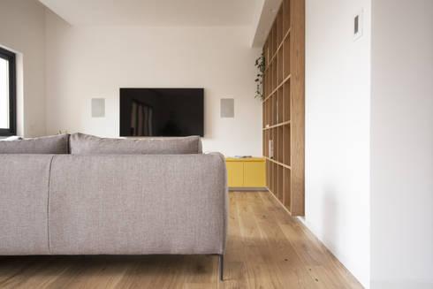 Salas de estar minimalistas por studio didea architetti associati