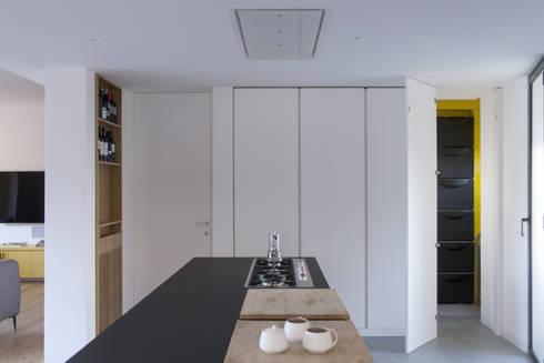 Cozinhas minimalistas por studio didea architetti associati