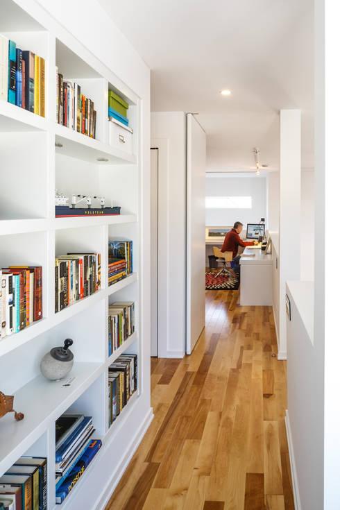 Wavell:  Corridor & hallway by Linebox Studio