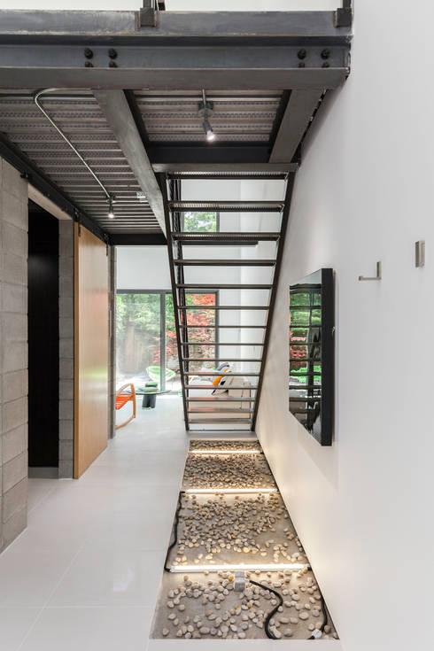 Mini Craven:  Corridor & hallway by Linebox Studio