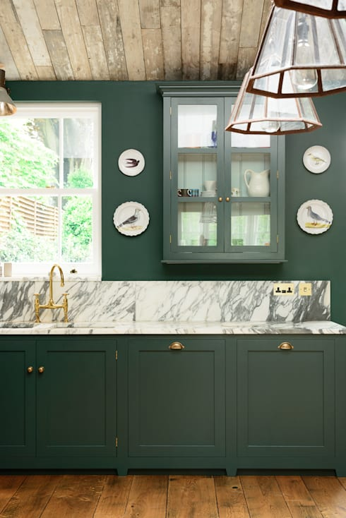 The Peckham Rye Kitchen by deVOL: classic Kitchen by deVOL Kitchens