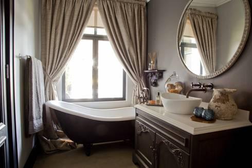 equestrian farm house: modern Bathroom by House of Decor