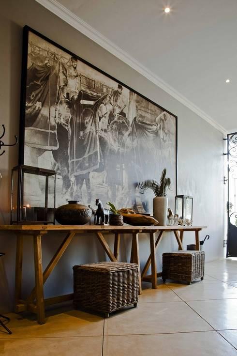 equestrian farm house:  Corridor & hallway by House of Decor