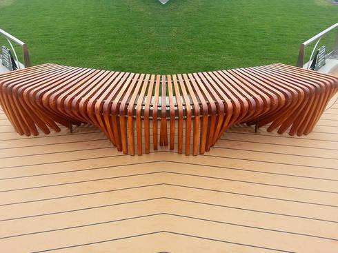 Bancas  decorativas en madera plástica: Jardín de estilo  por Maderplast S.A.