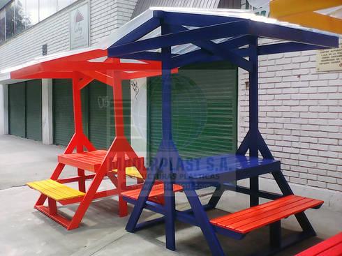 Juego de picnic plástico para exteriores: Jardín de estilo  por Maderplast S.A.