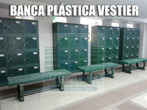 Bancas plásticas para vestieres: Vestidores de estilo clásico por Maderplast S.A.