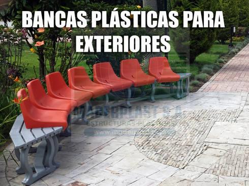 Bancas con espaldar para zonas de parques y exteriores: Jardín de estilo  por Maderplast S.A.