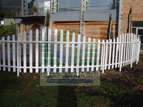 Cerramientos tipo olas decorativos: Jardín de estilo  por Maderplast S.A.