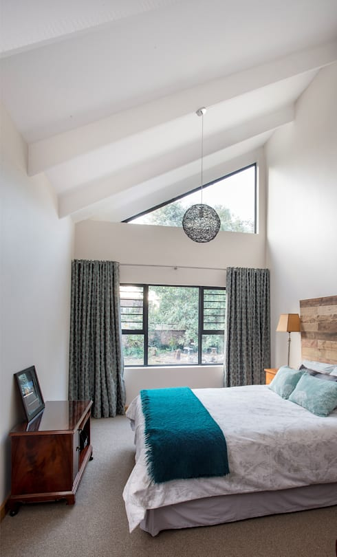 Bedforview Alterations:  Bedroom by FRANCOIS MARAIS ARCHITECTS
