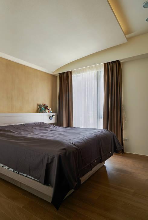 雙色珪藻土凸顯牆面豐富層次感:  臥室 by 青瓷設計工程有限公司