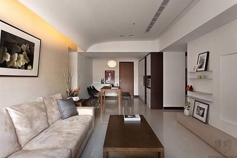 成就一輩子的夢想:  客廳 by 禾光室內裝修設計 ─ Her Guang Design