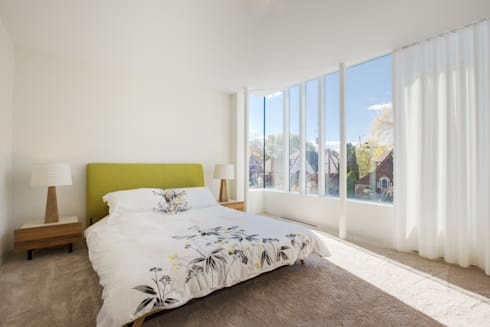 The Hambly House: modern Bedroom by dpai architecture inc