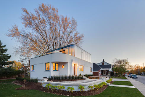 The Hambly House: modern Houses by dpai architecture inc