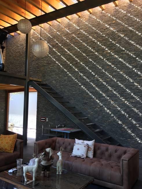 Ampliación en <q>Los Frailes</q>: Salas multimedia de estilo moderno por Taller Luis Esquinca
