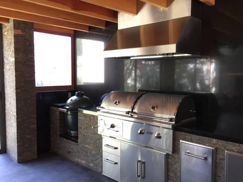 Ampliación en <q>Los Frailes</q>: Cocinas de estilo moderno por Taller Luis Esquinca