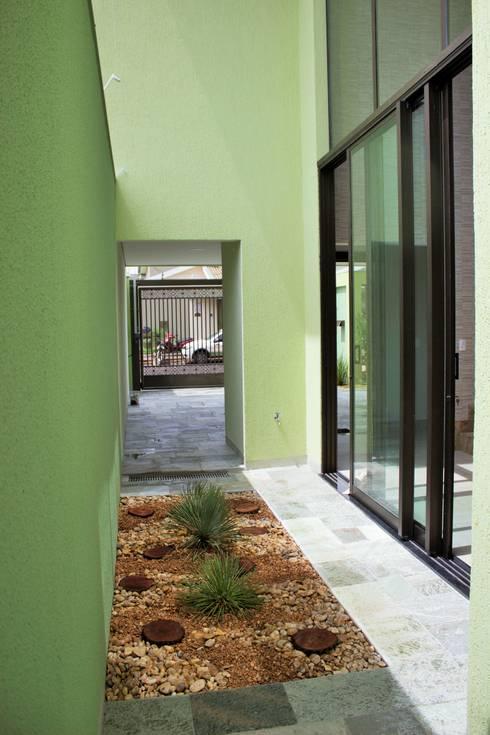 Residência Baes: Jardins de inverno  por Pz arquitetura e engenharia