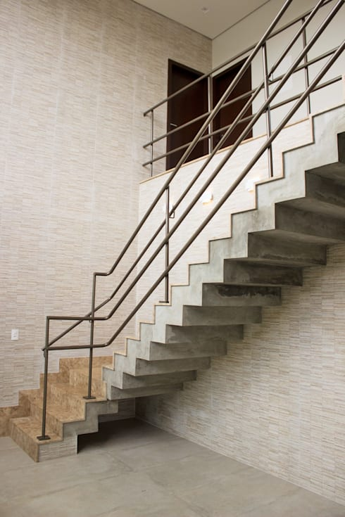 Escada: Corredores e halls de entrada  por Pz arquitetura e engenharia