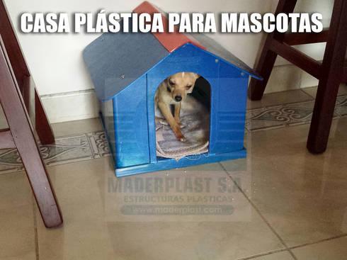 Casas plásticas para mascotas: Jardín de estilo  por Maderplast S.A.