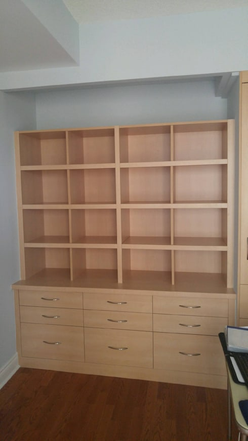 Hellyer #4 - November 25 2016: classic Study/office by Space Age Custom Closets & Cabinetry