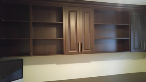 Jetha – October 21 2016: classic Study/office by Space Age Custom Closets & Cabinetry