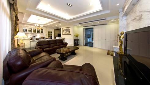 綠意簇擁的新古典宅:  客廳 by 錠揚設計有限公司