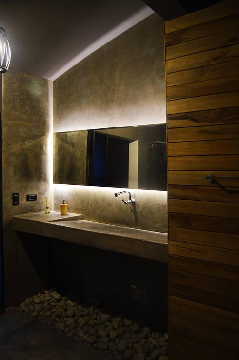 Baño_rustico: Espacios comerciales de estilo  por Acinco estudio