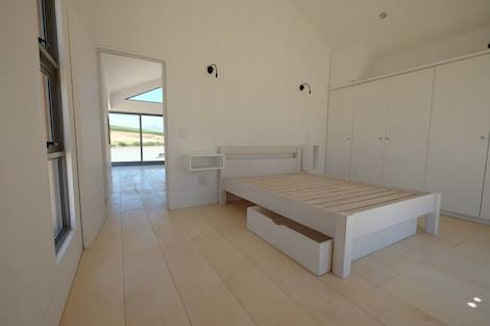 50m2 Sugar Gum Cladded home with decking—work in progress.: classic Bedroom by Greenpods