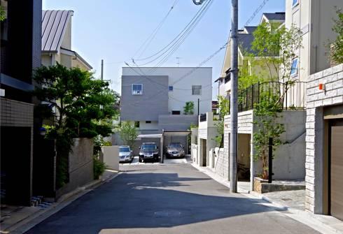 アイストップの家: Kenji Yanagawa Architect and Associatesが手掛けたリビングです。