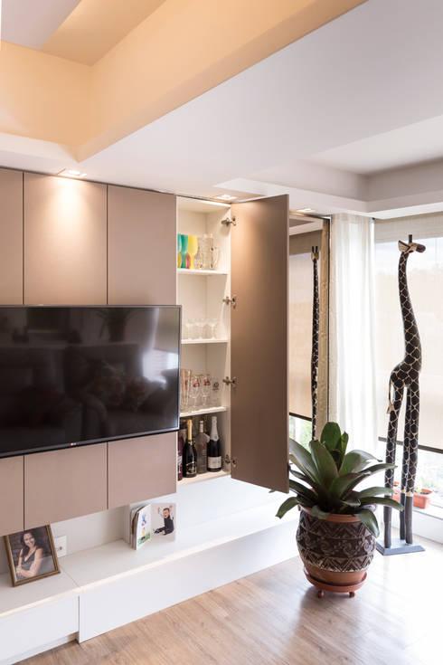 ECP | Estar: Salas de estar  por Kali Arquitetura