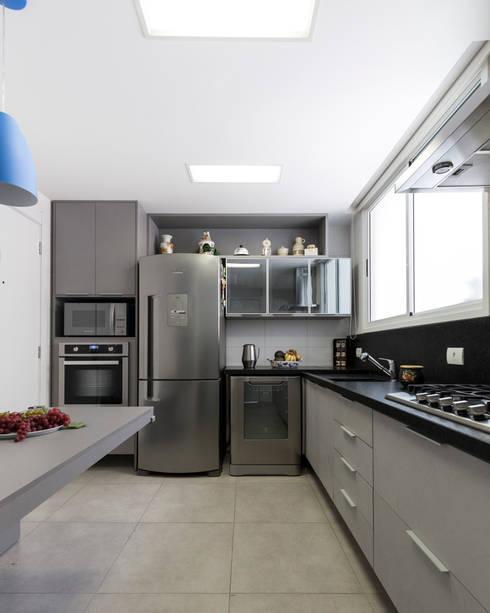 ECP | Cozinha: Cozinhas  por Kali Arquitetura
