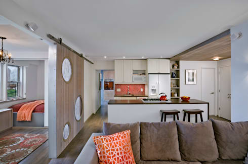 Multi generational familty unit: modern Living room by Rodriguez Studio Architecture PC