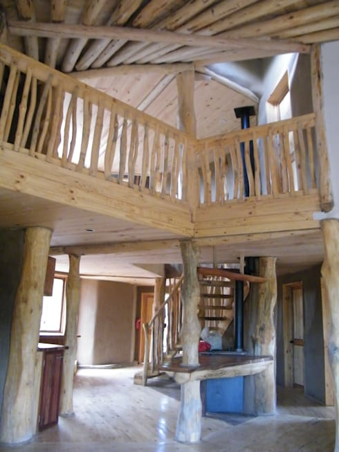 Pasillos y recibidores de estilo  por Secrea