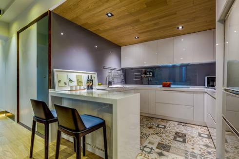 盛裝蓊鬱 :  廚房 by 爾聲空間設計有限公司