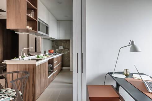 微型日光宅/C Residence Treasure Apartment:  廚房 by 爾聲空間設計有限公司