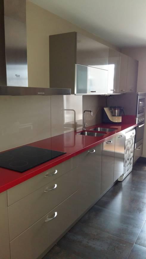 Cocina: Recámaras de estilo moderno por Ana Benítez Estudio de Interiorismo