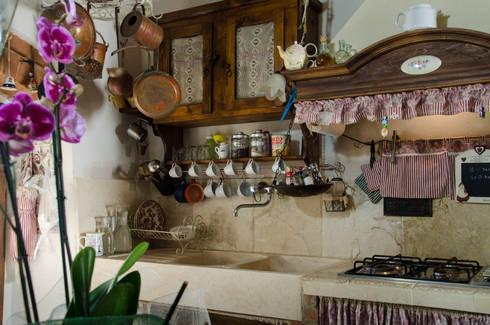Cucina in pietra dallo stile country von Pietre di Rapolano | homify