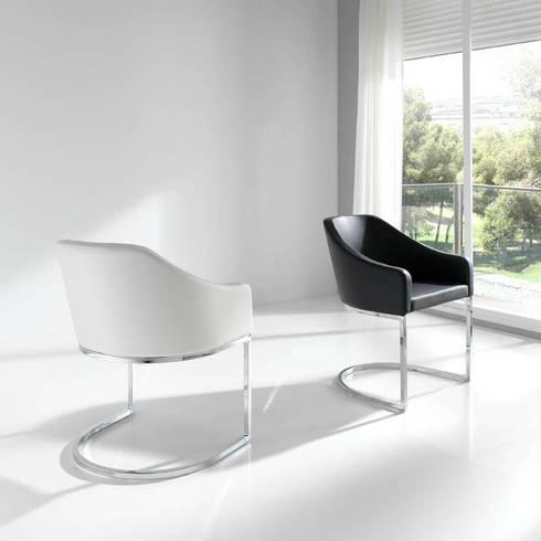 Cadeiras modernas Modern chairs www.intense-mobiliario.com  AMIR http://intense-mobiliario.com/pt/cadeiroes-de-jantar/361-cadeirao-amir.html: Sala de jantar  por Intense mobiliário e interiores;