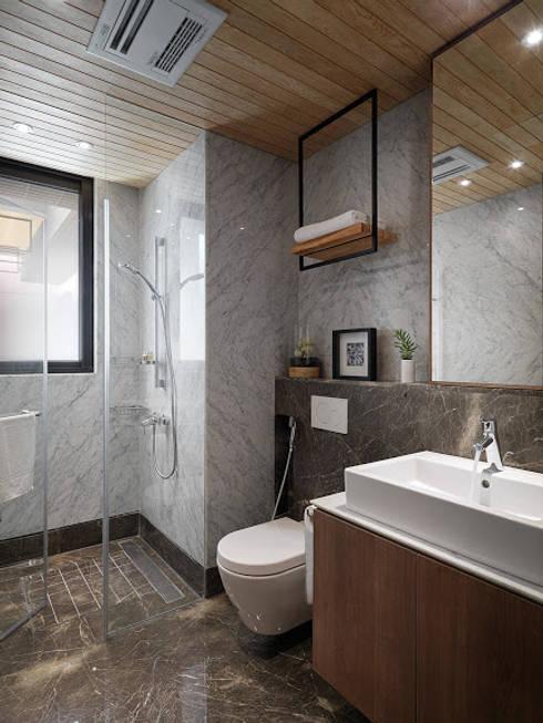Baños de estilo  por 木皆空間設計